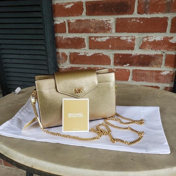 Michael Kors Handbags - MICHAEL Michael Kors crossbody clutch
